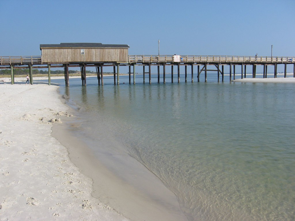 Dauphin island public fishing pier and sand pelican isla for Dauphin island fishing pier