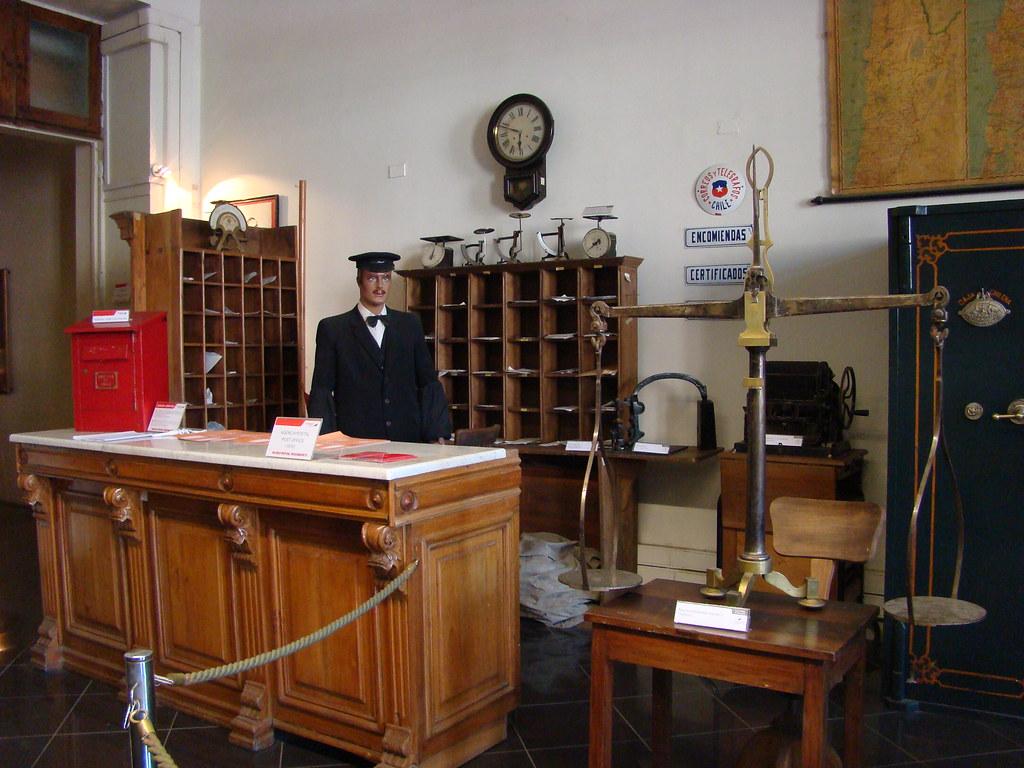 Antigua oficina de correos r plica de una antigua for Oficina de correos sol