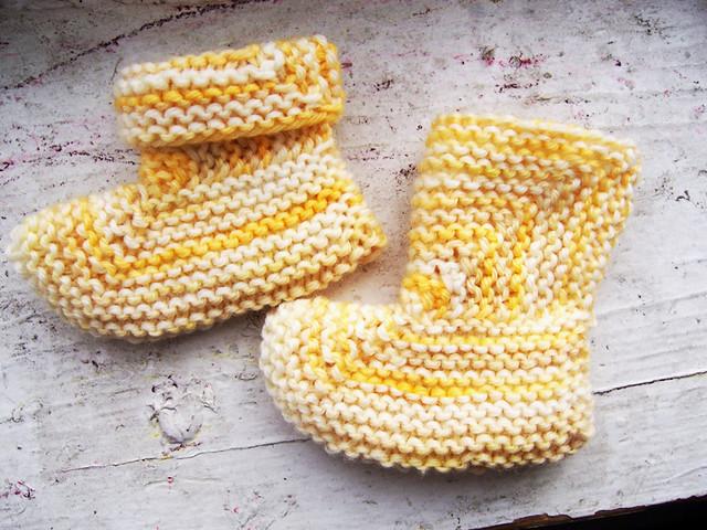 Garter-stitch booties Pattern: A Good 2-Needle Garter Stit? Flickr