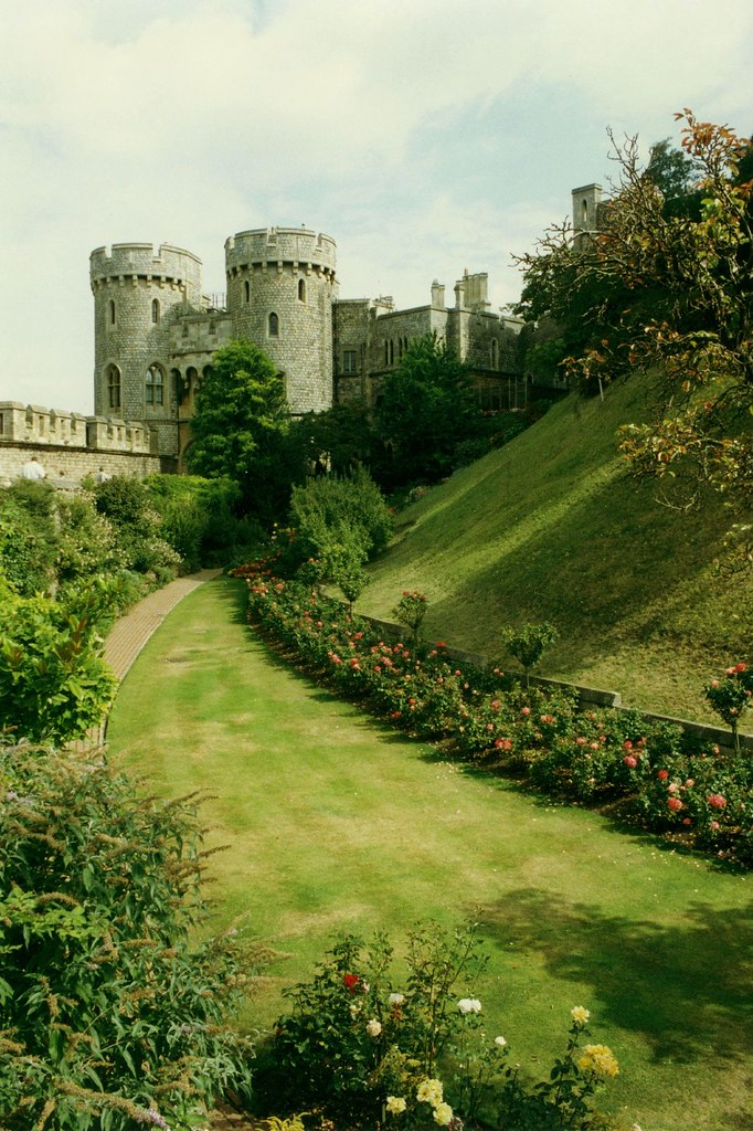 Windsor Castle Moat And Norman Gate England 39 S Largest