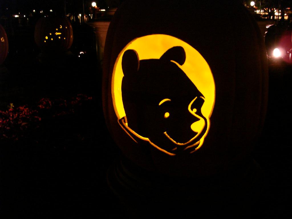 Pooh bear pumpkin javier aldana flickr for Winnie the pooh pumpkin carving templates
