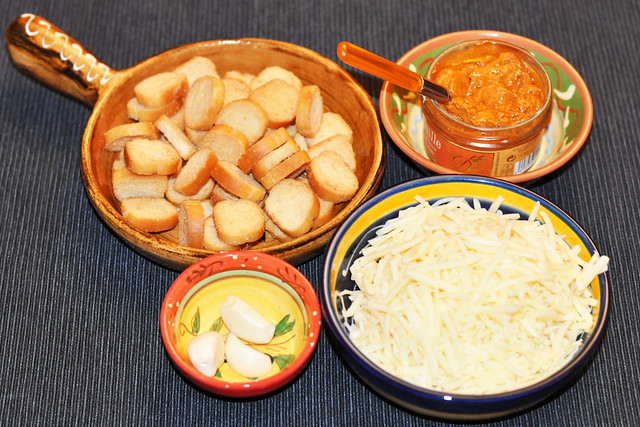 Mediterrane Zwiebelsuppe mit Knoblauch-Croûtons, geriebenem Emmentaler Käse und Sauce Rouille ... Rezept und Zubereitung ... Fotos: Brigitte Stolle, Mannheim