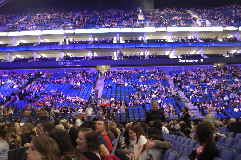 inside the o2 arena waiting for the spice girls starting. Black Bedroom Furniture Sets. Home Design Ideas