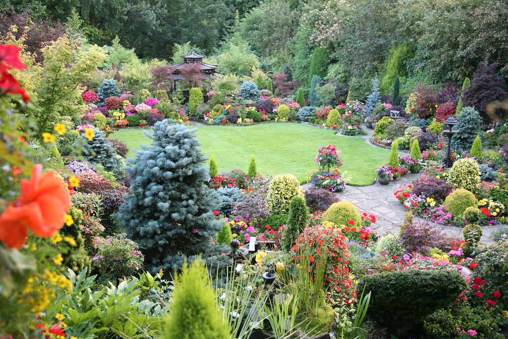 Upper garden summer english garden for all seasons for Gardening 4 all seasons