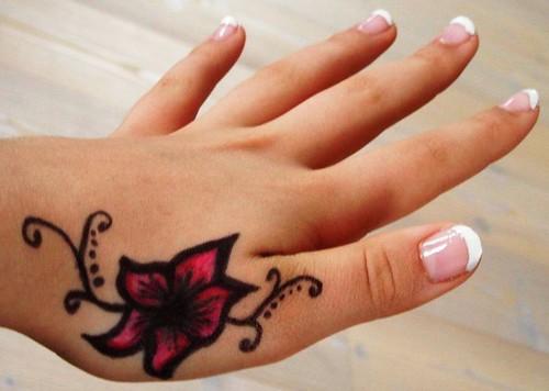 25 ideen kleine tattoos f r frauen denken sie ber t towie flickr. Black Bedroom Furniture Sets. Home Design Ideas