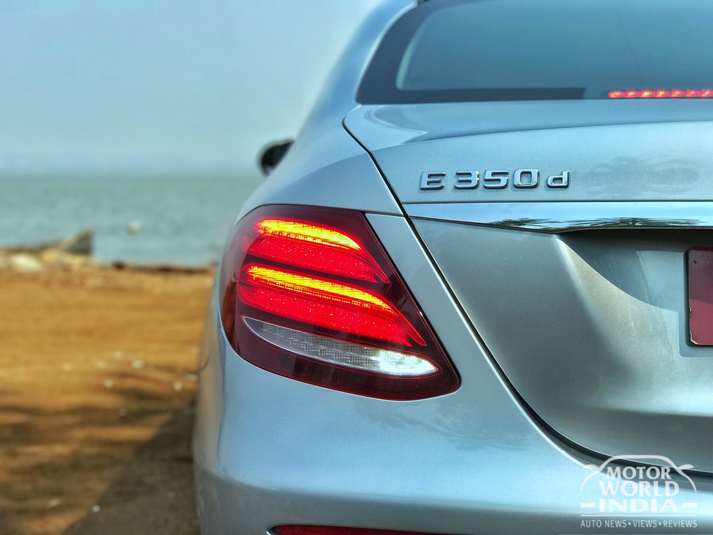 2017-Mercedes-Benz-E-Class-LWB-Taillight (9)