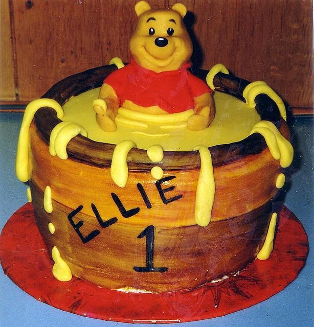Winnie the pooh cake   Sponge cake covered with sugarpaste, …   Flickr