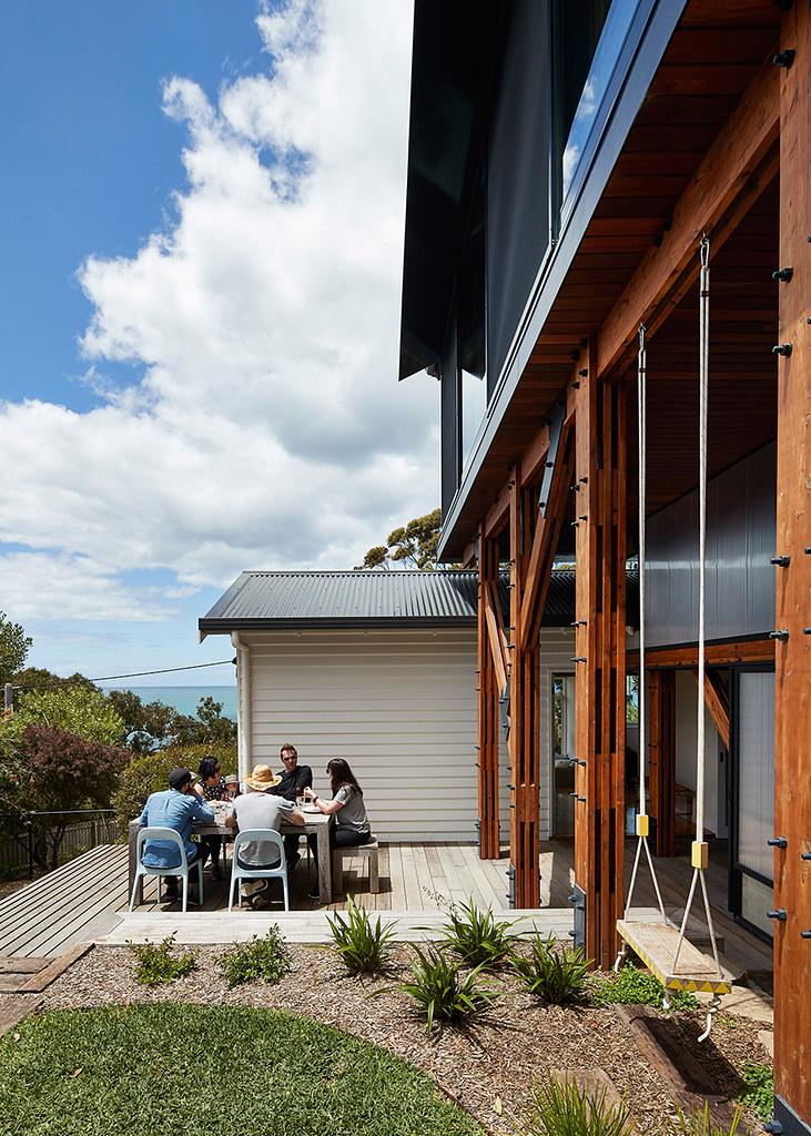 House on stilts design by Austin Maynard Architects in Australia Sundeno_15