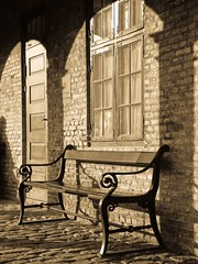 old-fashioned bench | by der LichtKlicker