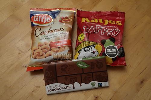 Cashews Paprika (von ültje), Tappsy Fruchtlakritz (von Katjes) und Die Gute Schokolade (von Plant for the Planet)