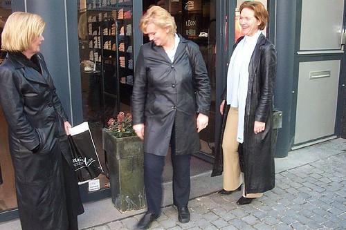 Smukke modne damer i læder tre smukke modne-9674