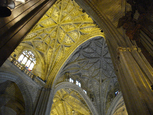 Coffered ceilings and columns seville cathedral for Coffered cathedral ceiling