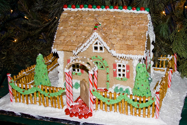 Bx815 gingerbread house display of gingerbread houses at for Gingerbread house floor plans