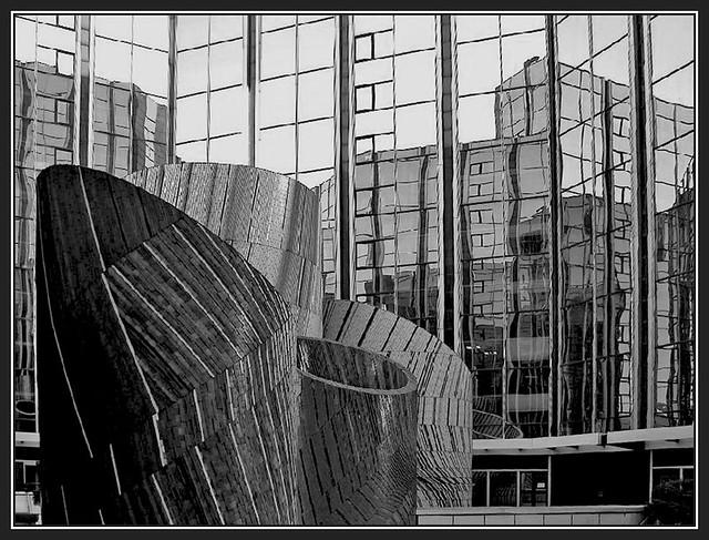 Les miroirs les miroirs la d fense paris france for Miroir 3 pans