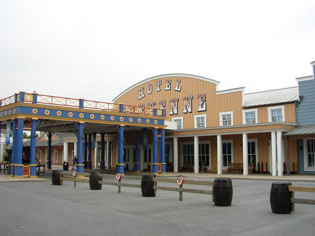 Cheyenne Hotel Disneyland Paris Swimming Pool