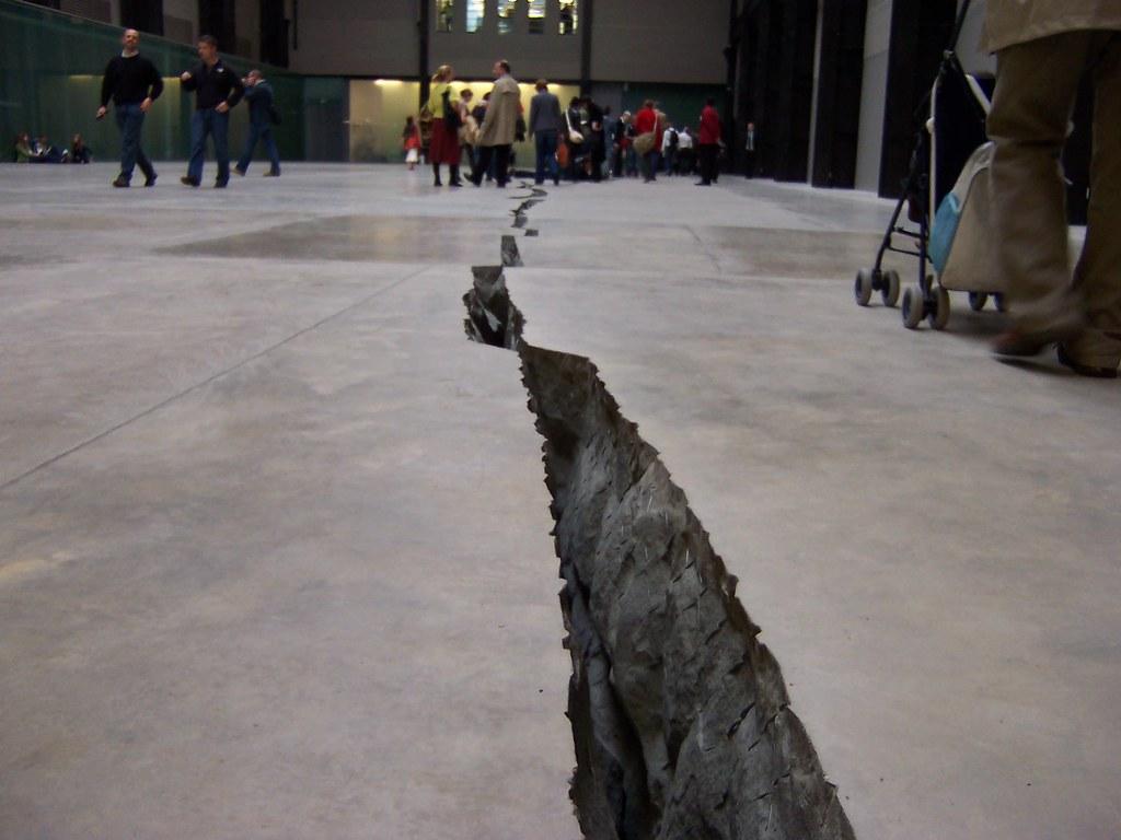 Low View Shibboleth By Doris Salcedo Tate Modern Turbi