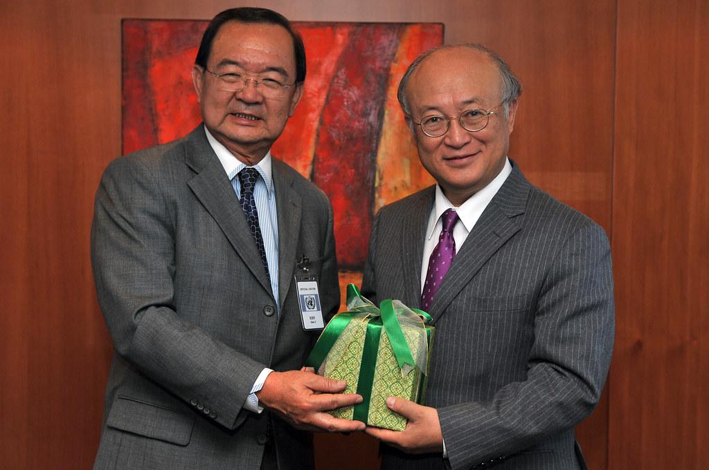 Dato56 Dato Kelenjeridze: Dato' Sri Peter Chin Fah Kui & Yukiya Amano (01910083
