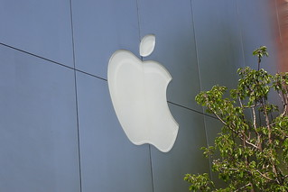 Apple Store (with tree) (The Grove, Los Angeles) | by Plankton 4:20