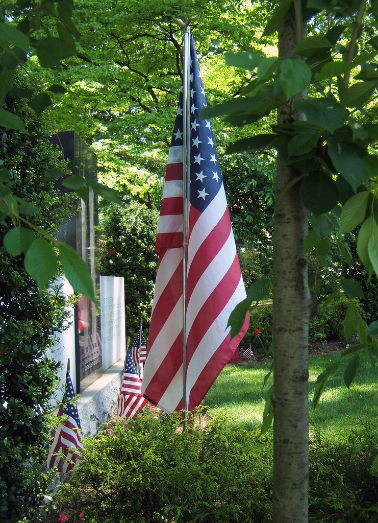 American Flag At Site Of 9 11 Memorial In Queens Ny Flickr