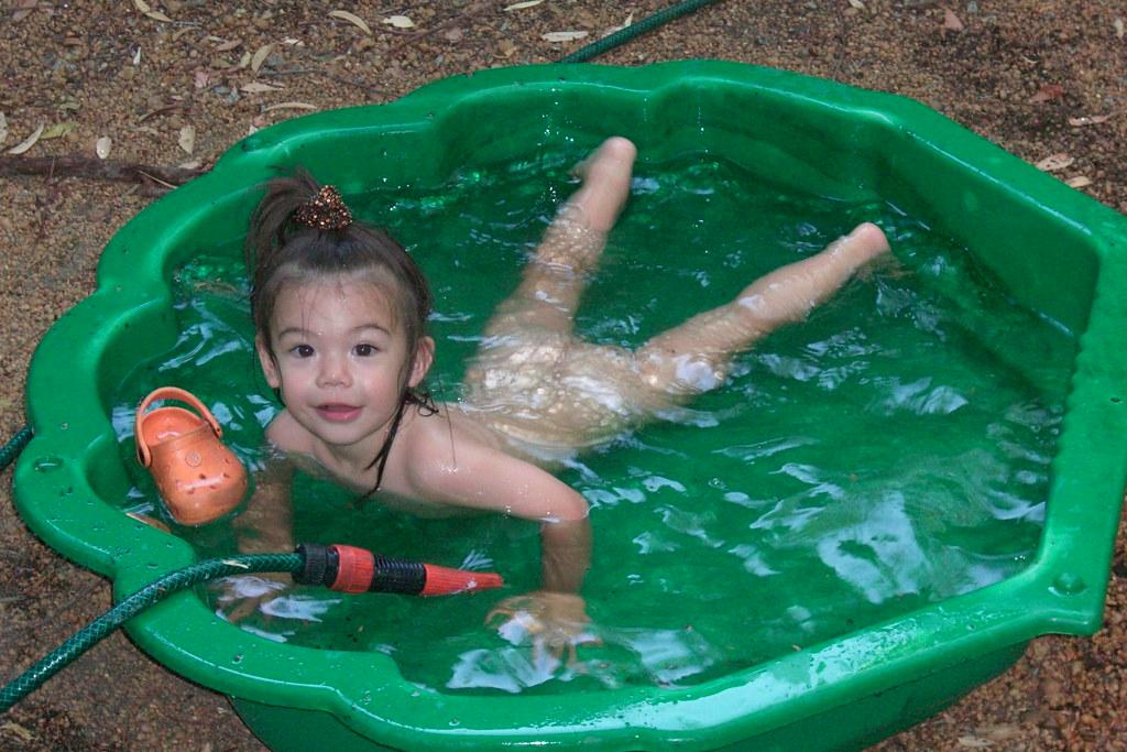 Clamshell summer fun, nudist style 2 | 27 Jan 2008