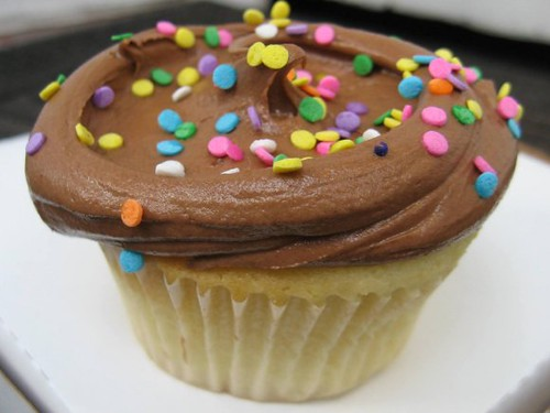 VANILLA CUPCAKE WITH CHOCOLATE FROSTING | Magnolia Bakery ...