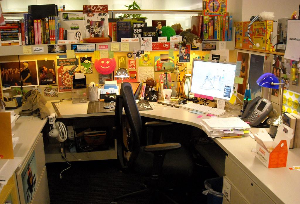 Halloween Desk Decorating Ideas