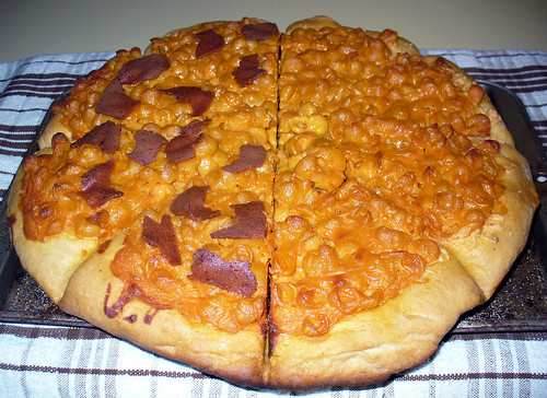 2011-05-09 - Mac and Cheese Pizza - 0007 | by smiteme