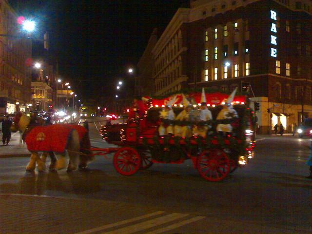 Papa Noel y los elfos en Helsinki