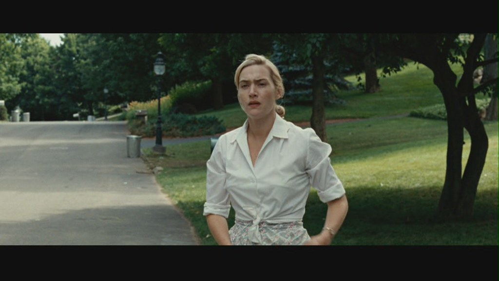 Kate Winslet Tied Shirt 1Same Scene But She Tied Shirt Di -7445