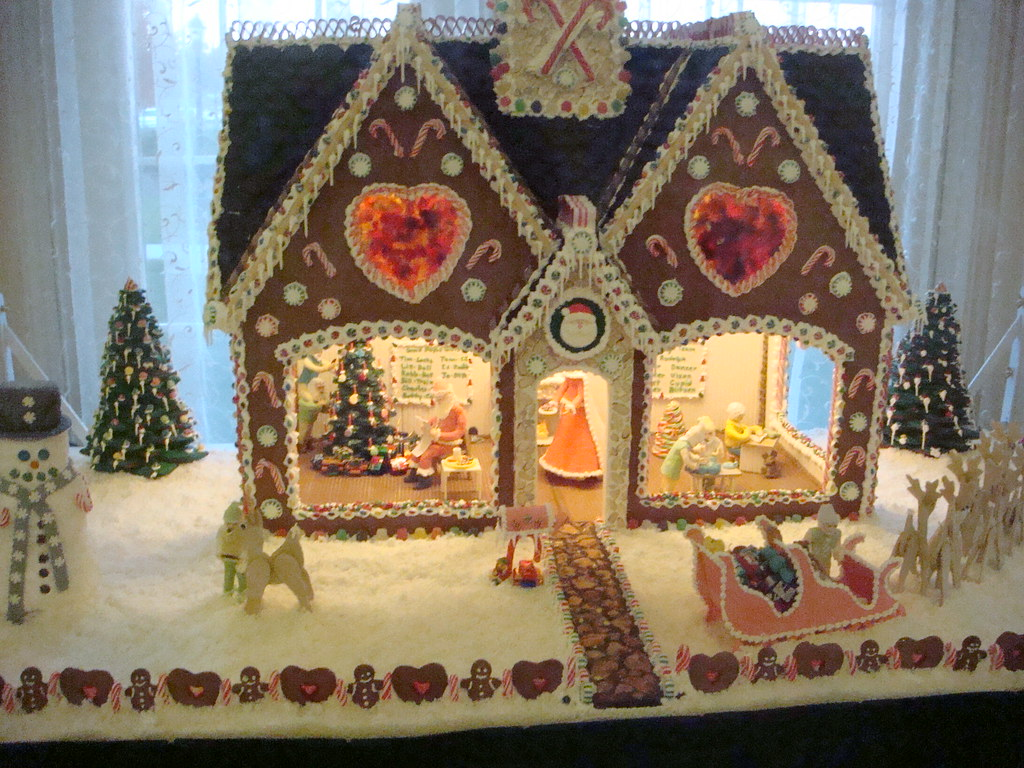 Dollhouse Christmas Cakes