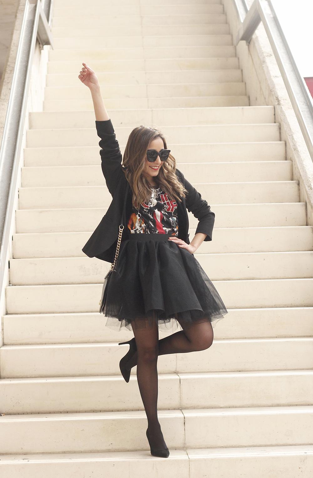 Tulle black skirt blazer maje heels coach bag necklace uterqüe madrid fashion week street style fashion outfit04
