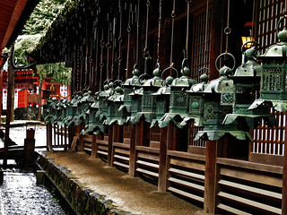 Green and bronze lanterns when it rains heavily | by La Zirenetta