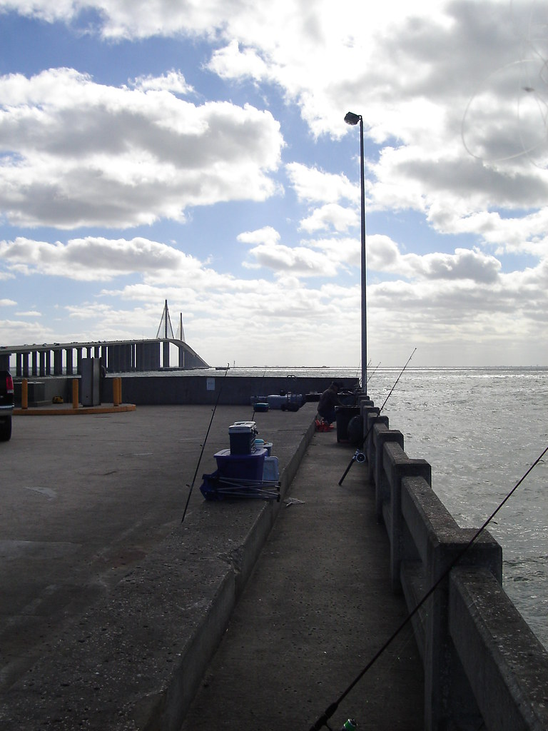 Dsc02795 sunshine skyway bridge at the fishing pier for Skyway fishing report