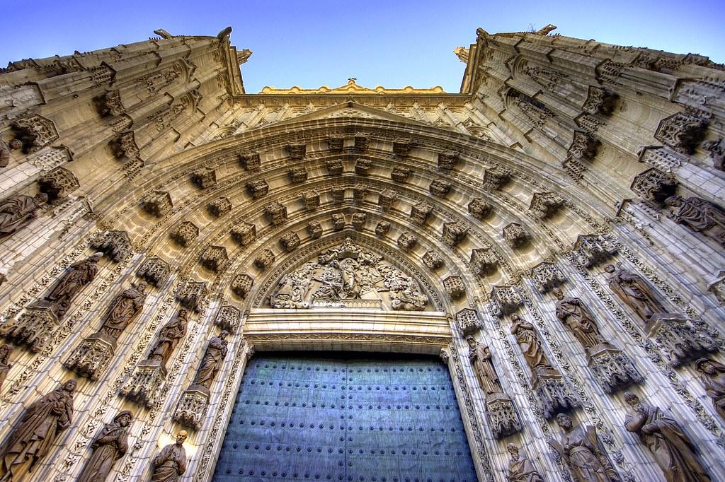 Puerta de entrada a la catedral de sevilla gaspar - Puertas uniarte sevilla ...