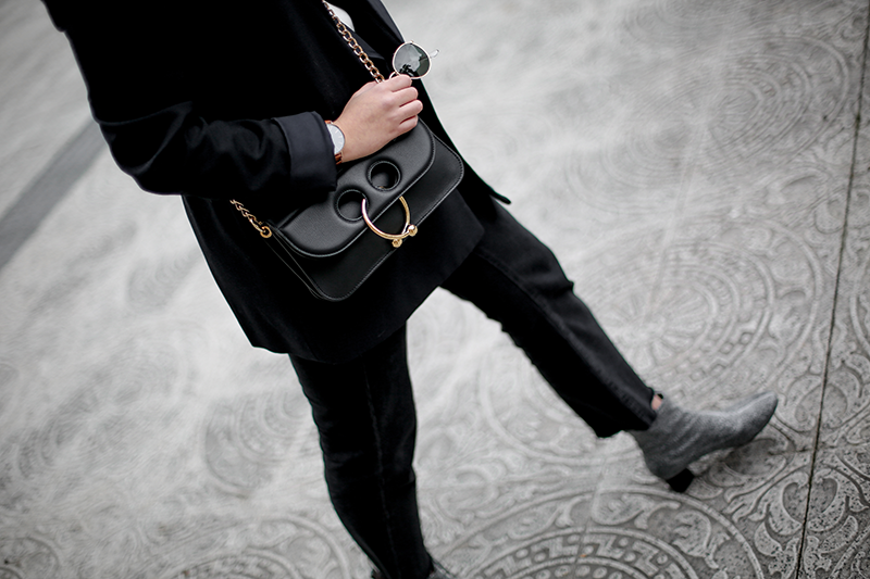 pierce-bag-jw-anderson-navy-suit-streetstyle-myblueberrynightsblog10
