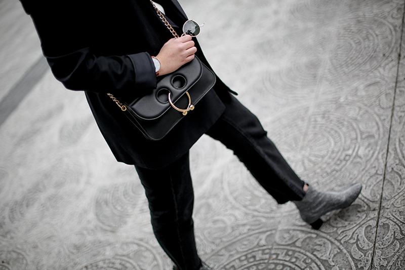 pierce-bag-jw-anderson-navy-suit-streetstyle-myblueberrynightsblog10