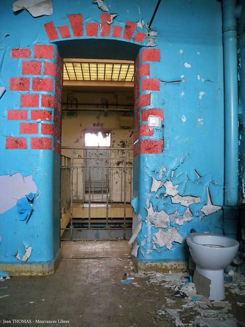 sortir d'une cellule de prison
