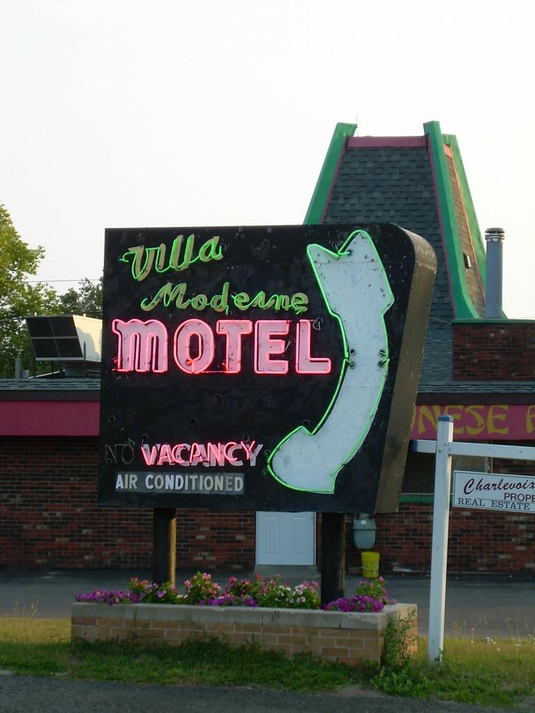 Villa Moderne Motel Neon Sign Charlevoix Michigan | Villa Mo… | Flickr