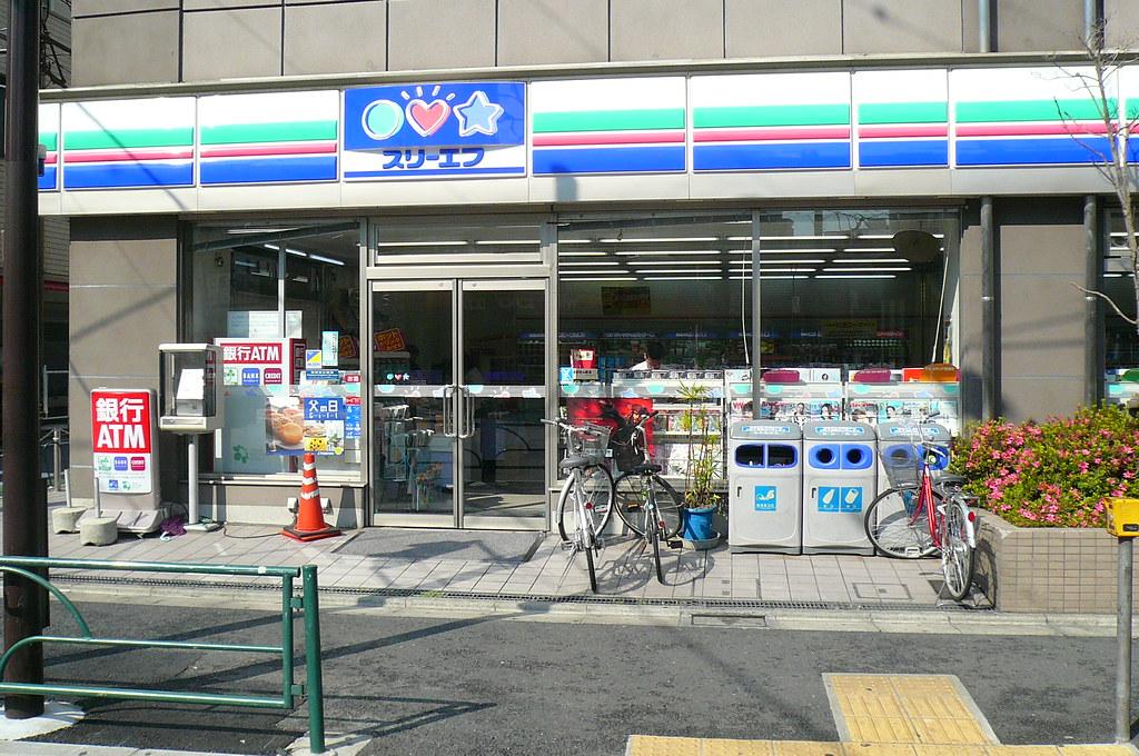 tokyo07-1-0252 konbini three f