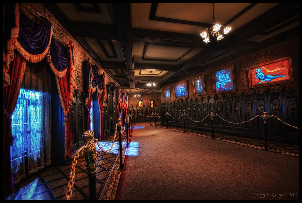Haunted Mansion Holiday Foyer Music : The haunted mansion hallway finding a way out when i