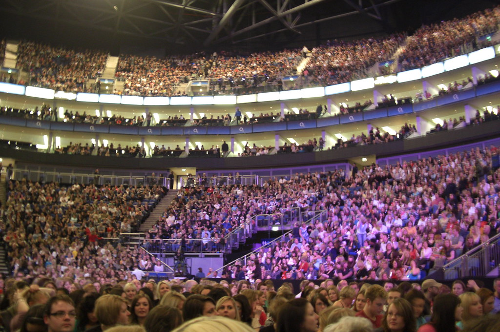inside the o2 arena waiting for the spice girls almost. Black Bedroom Furniture Sets. Home Design Ideas