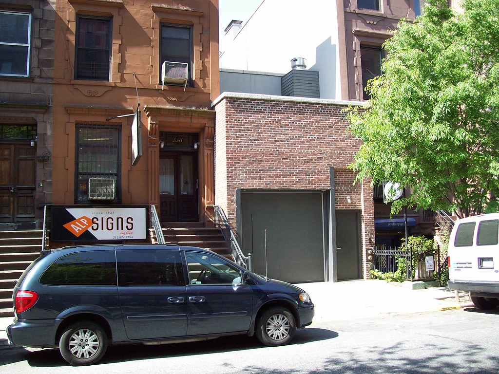 Jerry seinfeld 39 s garage west 83rd street new york city for Garage new s villejuif
