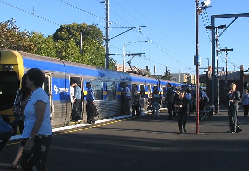 Glenhuntly station - train crowding
