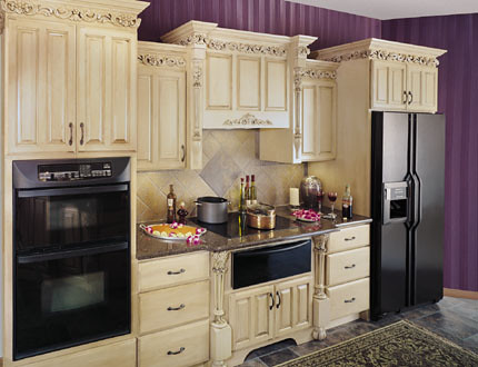 Upscale kitchen cabinets fieldstone cabinetry this for Mid range kitchen cabinets
