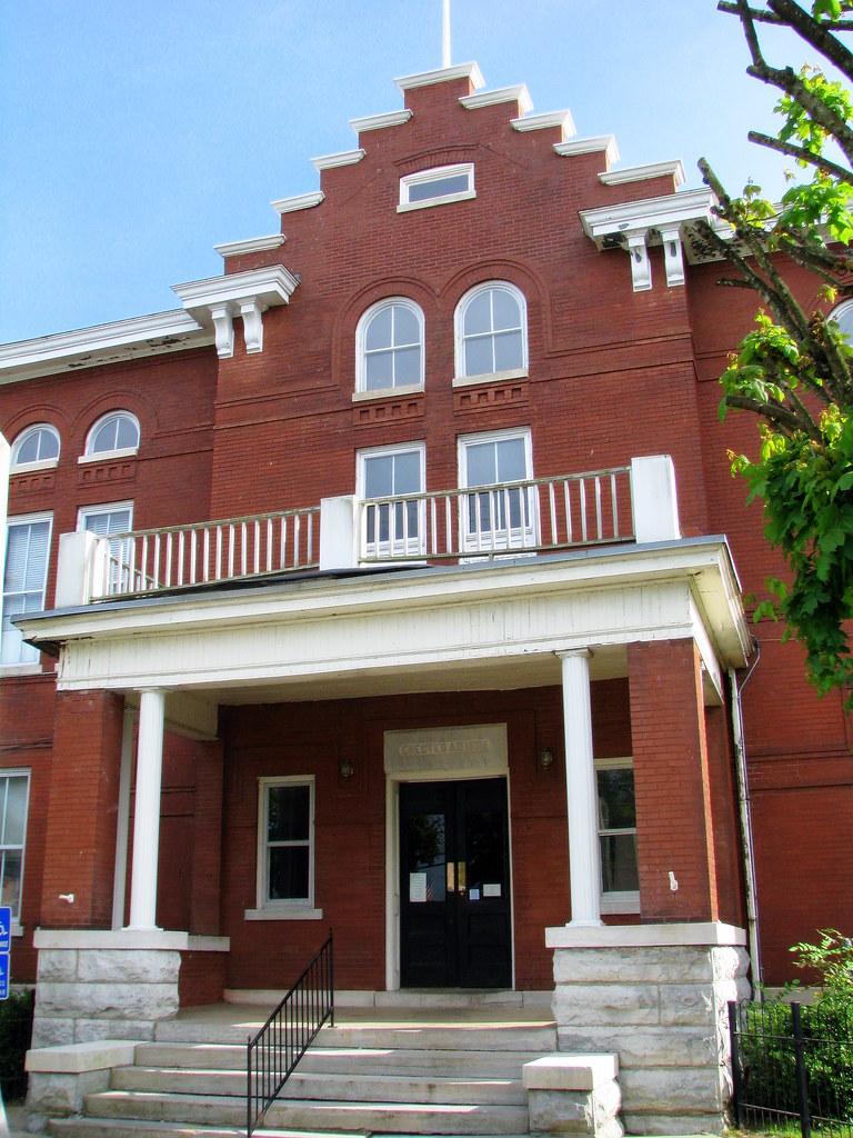 Trousdale Co Courthouse Front Entrance Hartsville Tn
