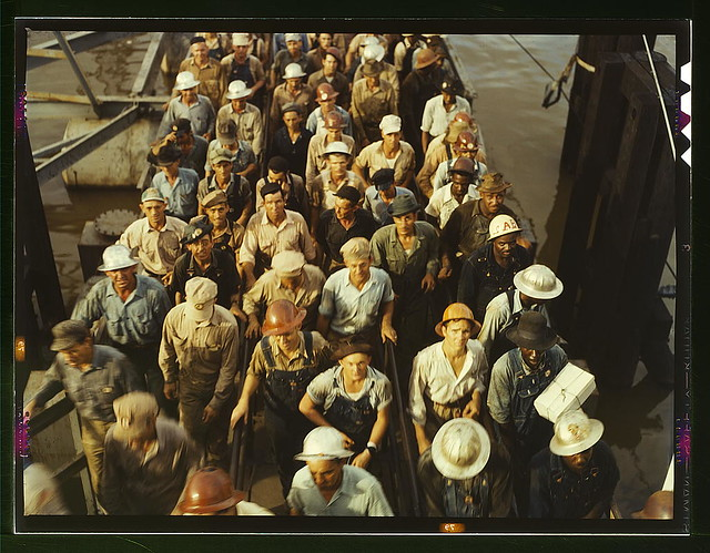 Resultado de imagem para Workers leaving Pennsylvania shipyards, Beaumont, Texas in 1943. Photo by John Vachon/Library of Congress