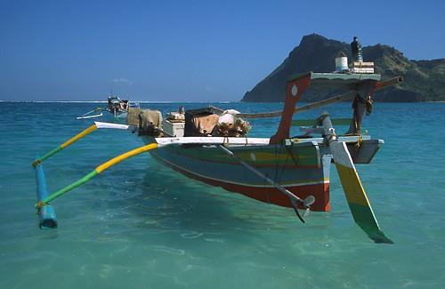 C Lion Outrigger Canoe Maluk (Indonesi...