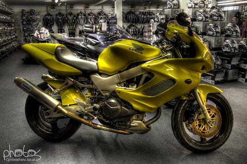 yellow honda 1000 vtr in dafy moto shop in reims france flickr. Black Bedroom Furniture Sets. Home Design Ideas