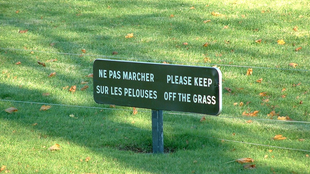 ne pas marcher sur les pelouses please keep off the gras flickr. Black Bedroom Furniture Sets. Home Design Ideas