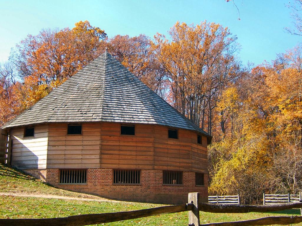 Mount Vernon - 16-Sided Barn - 10-10-06 | © 2013 Brian ...